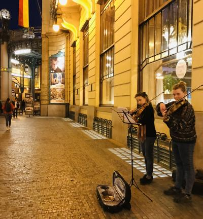 ☆春のプラハでモルダウを~♪.:*プラハの夜vol.51 素晴らしいアールヌーボーレストランと街角に流れる二重奏♪