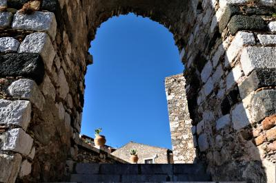 魅惑のシチリア×プーリア♪ Vol.521 ☆イタリア美しき村「カステルモーラ」:古城へ優雅に歩く♪