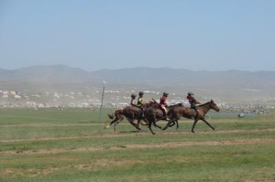 2019夏、モンゴル(4)ナーダム2~3日目はフイ・ドローン・ホダグ大草原