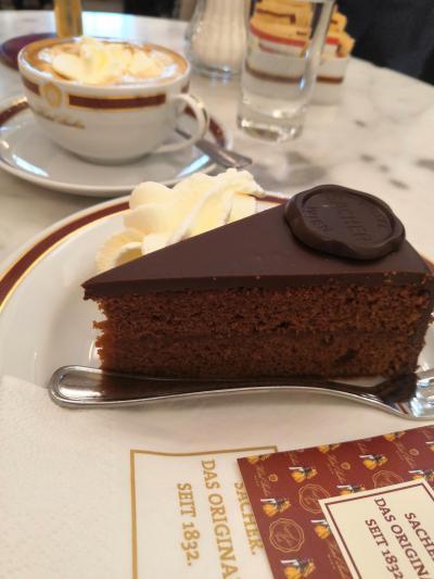 ウィーンで本場のザッハトルテを食べる女ひとり旅