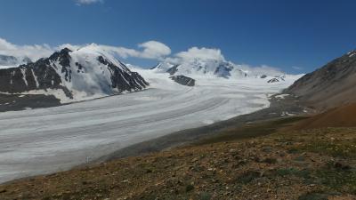 モンゴル最西端・アルタイ山脈トレッキング:ロシアとの国境の山に登る