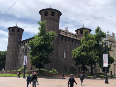 今日はミラノからトリノへ  サンタ・マリア・デッレ・グラツイエ教会へ行き サンタンブロジアーナ聖堂へ その後スフォルツア城へ