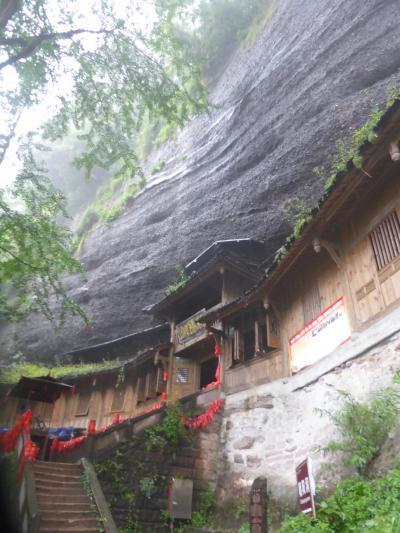 5歳娘を連れてGW四川省+重慶10日間の旅13-雨降る中の世界遺産・青城山前山