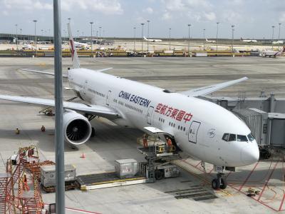 中国東方航空 MU551便 上海浦東国際空港(サテライト)からヒースロー空港
