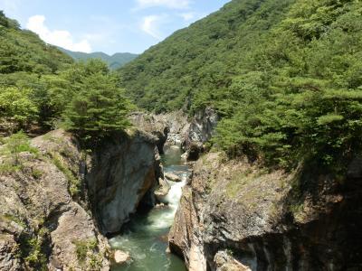 断崖や奇岩、渓流が造り出す渓谷「龍王峡」と 400万輪のゆりパーク