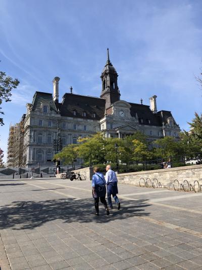 紅葉を見に?! モントリオール市内観光 市庁舎
