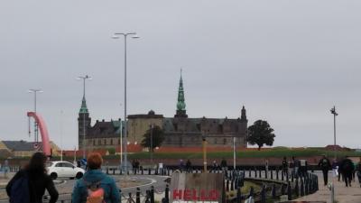2019年9月母と娘の北欧旅行     コペンハーゲンクロンボー城と運河クルーズで後ろ姿の人魚姫