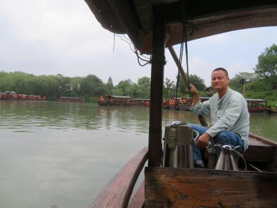 西渓国家湿地公園の手こき遊覧船で、中国人カップルと食事をし、高級中国茶西湖龍井をしたなむ♪2019年9月中国 杭州7泊8日(個人旅行)16