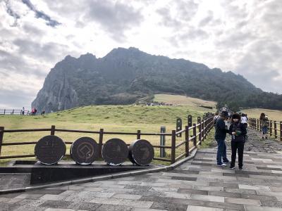 台風接近中の済州島で世界遺産の城山日出峰に登頂しました