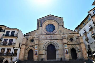 魅惑のシチリア×プーリア♪ Vol.597 ☆コゼンツァ旧市街:大地震から復興した未完成のコゼンツァ大聖堂♪