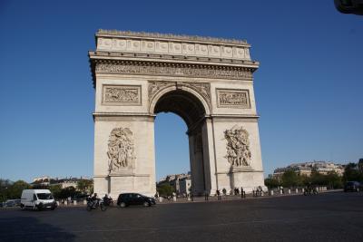 スイス アルプスの絶景とパリ、ウィーン観光18日間③-2 パリ市内観光とクレージーホースSHOW鑑賞