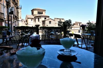 魅惑のシチリア×プーリア♪ Vol.606 ☆コゼンツァ旧市街:老舗カフェ「Renzelli」大聖堂を眺めながらグラニータ♪