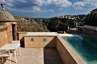 魅惑のシチリア×プーリア♪ Vol.611 ☆マテーラ:高級ホテル「パラッツォ・ガッティーニ」スイートルームはプール付きのパノラマ♪
