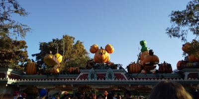 カリフォルニアディズニーランドとハリウッド(2日目,その2:Halloween Screams)