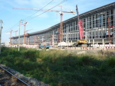 バンコクの渋滞を解決するため、日本のODA援助で、レッドラインの建設が進んでいます。