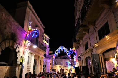 魅惑のシチリア×プーリア♪ Vol.616 ☆マテーラの美しいルミナリエ:大聖堂から会場へ歩く♪