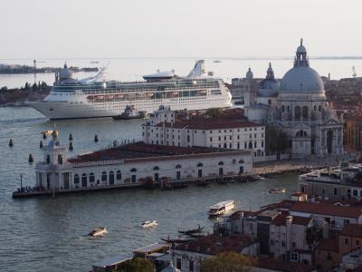 ヴェネチア本島に泊まる歴史旅
