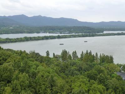 8日目:杭州の西湖は山に囲まれて良い佇まいです
