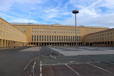 ベルリン day2-3 トルコケバブとテンペルホーフ空港