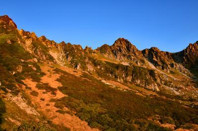 秋の千畳敷カール:日の出前後の南アルプスと富士山、さらに天の川も眺めて撮影