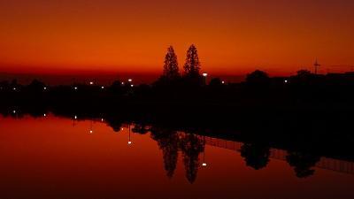 早朝散歩 鴻池第一公園の日の出 その1。