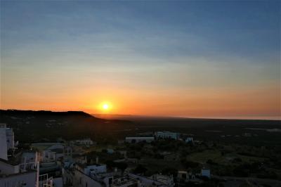 魅惑のシチリア×プーリア♪ Vol.637 ☆オストゥーニ:高級ホテル「ラ・ソッミタ」 妖艶な日没♪