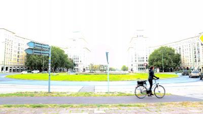 ベルリン day3-1 旧東のカール・マルクス大通り。