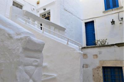 魅惑のシチリア×プーリア♪ Vol.641 ☆オストゥーニ:朝の白いラビリンス♪