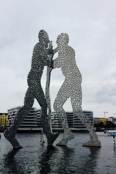 ベルリン day3-3 オーバーバウム橋とシュプレー川の巨人