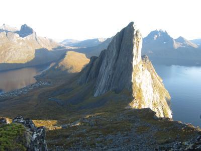 トロムソから車で3時間半、セニア島でハイキングとオーロラ