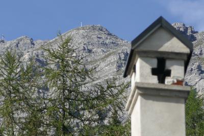 2019年ドイツ&オーストリアハイキングー9 SERLES山のMariaWaldrasut教会&インフォでTシャツゲット!!