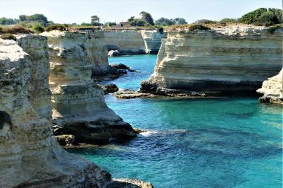 魅惑のシチリア×プーリア♪ Vol.672 ☆トッレ・サンアンドレア:青い海と浸食岩の絶景♪