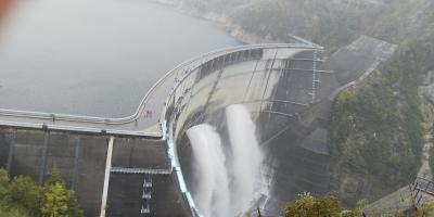 黒部ダムの大放流に感動
