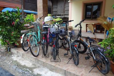 9万5千円で2週間、タイの遺跡やラオスを巡り、東南アジア初心者のシニア婦人たちをエスコートする旅(17/22)サイガームへサイクリング