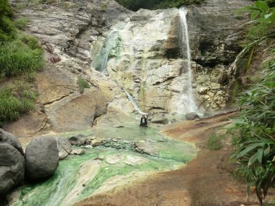 渓流沿いに湯けむり奥子安峡・大湯温泉、河原毛大湯滝と湯川温泉