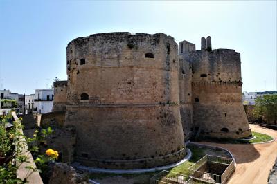 魅惑のシチリア×プーリア♪ Vol.685 ☆オートラント:大聖堂のバラ窓と古城とお濠♪