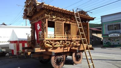 口粟野神社の彫刻屋台