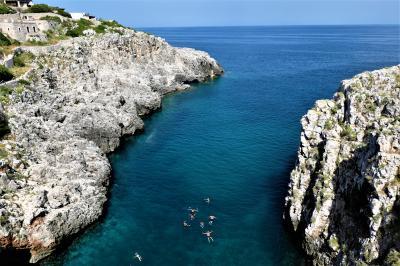 魅惑のシチリア×プーリア♪ Vol.703 ☆ガリアーノ・デル・カポ:煌めく青いシオロ湾♪