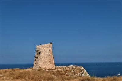 魅惑のシチリア×プーリア♪ Vol.710 ☆ポルト・バディスコ:海岸と草原とトッレの織りなす風景は美しい♪