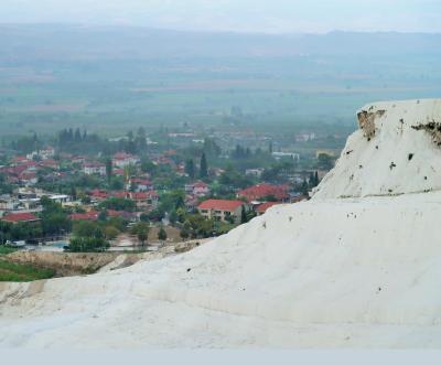 6つの世界遺産を巡るトルコ(2)10年に一度の雨のパムッカレ
