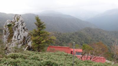 四国剣山10月 紅葉を求めて笹野原の頂上へ