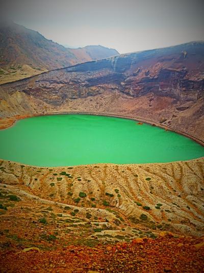 宮城蔵王-4 御釜(火口湖)~見え方多様に ☆五色沼とも呼ばれ-微妙な色-変化見せ