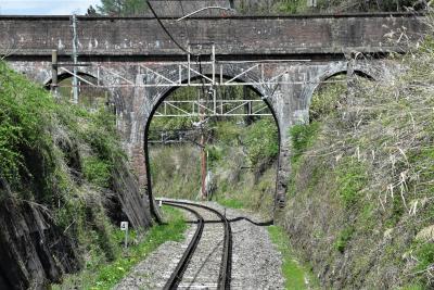 中央本線を跨ぐ蔵造川水路橋~明治期の煉瓦アーチ橋~(長野)