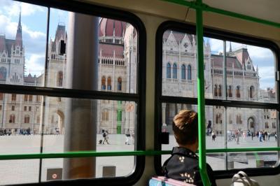 ブダペスト day2-2 王冠は近くで見られなかった@ハンガリー国会議事堂。
