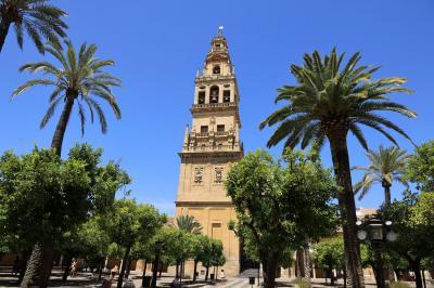 夏旅スペイン、コルドバの世界遺産メスキータと小洒落た花の小道散策