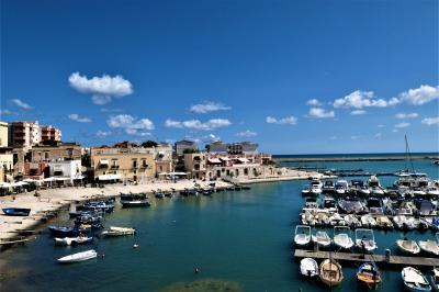 魅惑のシチリア×プーリア♪ Vol.782 ☆ビシェーリエ:美しいビシェーリエ旧港は夏の煌めき♪