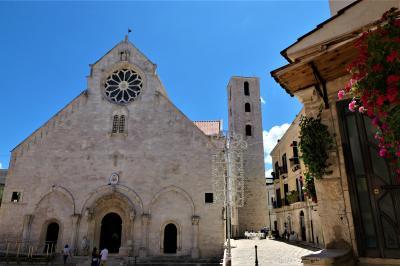 魅惑のシチリア×プーリア♪ Vol.786 ☆ルーヴォ・ディ・プーリア:プーリアンロマネスク様式の美しい大聖堂♪