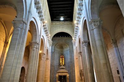 魅惑のシチリア×プーリア♪ Vol.787 ☆ルーヴォ・ディ・プーリア:美しい大聖堂は優雅な雰囲気♪