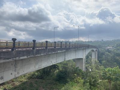 バリ島で新名所にならなかった凄い橋