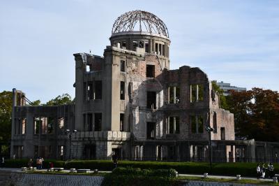 平和祈念公園と広島城